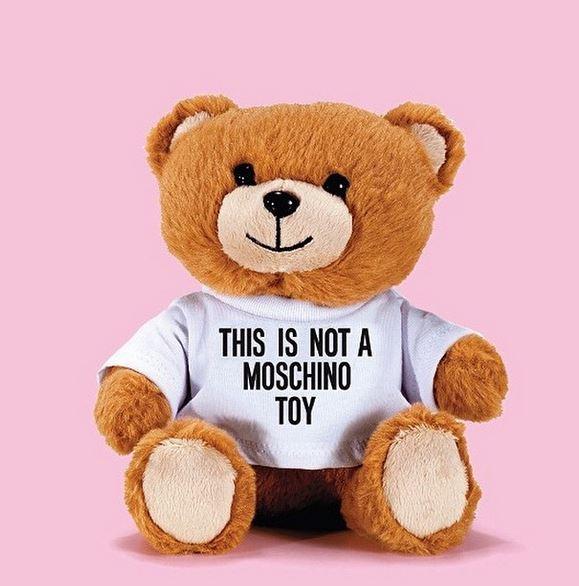 """Moschino lancia """"Toy"""", fragranza unisex a forma di peluche (FOTO)"""