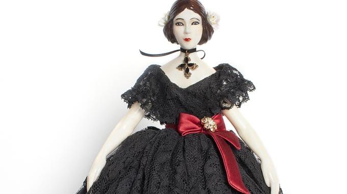 Dolce e Gabbana vestono Violetta, bambola ispirata alla Traviata di Verdi FOTO