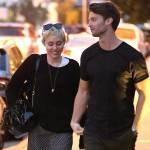 Miley Cyrus, passeggiata romantica col nuovo fidanzato Patrick Schwarzenegger03