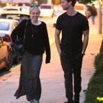 Miley Cyrus, passeggiata romantica col nuovo fidanzato Patrick Schwarzenegger012