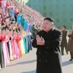 Corea del Nord, Kim Jong-un accanto a centinaia di donne commosse 03