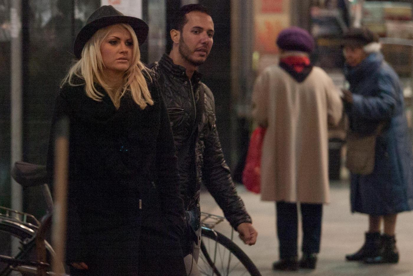 Valentina Acciardi, ex gieffina fa shopping a via Montenapoleone con un amico10
