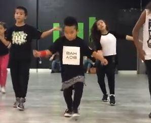 """Aidan Prince Xiong, 8 anni, baby ballerino che ha """"stregato"""" il web VIDEO"""