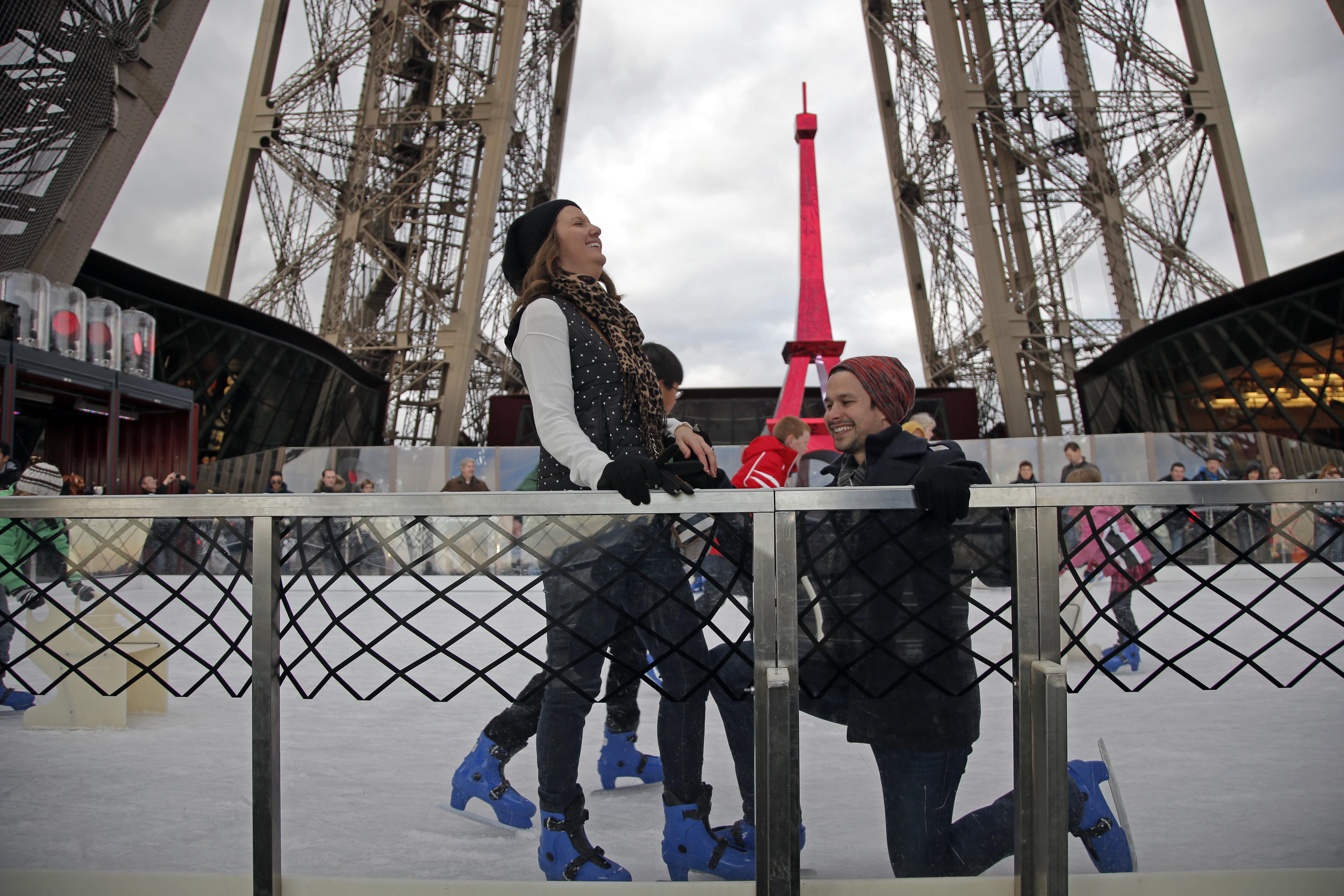 Parigi, proposta di matrimonio in cima alla Torre Eiffel4