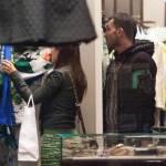 Carlos Tevez, shopping a via Montenapoleone con la moglie Vanesa07