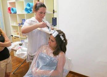 Napoli: arriva il parrucchiere low cost per mamme in difficoltà