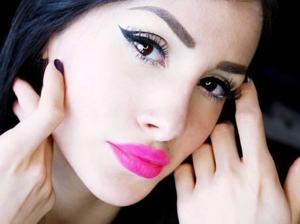 """LaCindina, star del make up su YouTube: """"Io il lavoro me lo creo"""" VIDEO"""