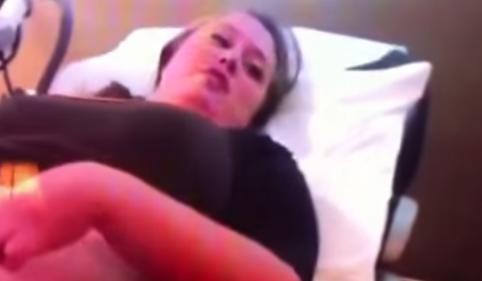 """Ecografia mamma incinta, figlia le chiede: """"Hai mangiato un bambino?"""" VIDEO"""