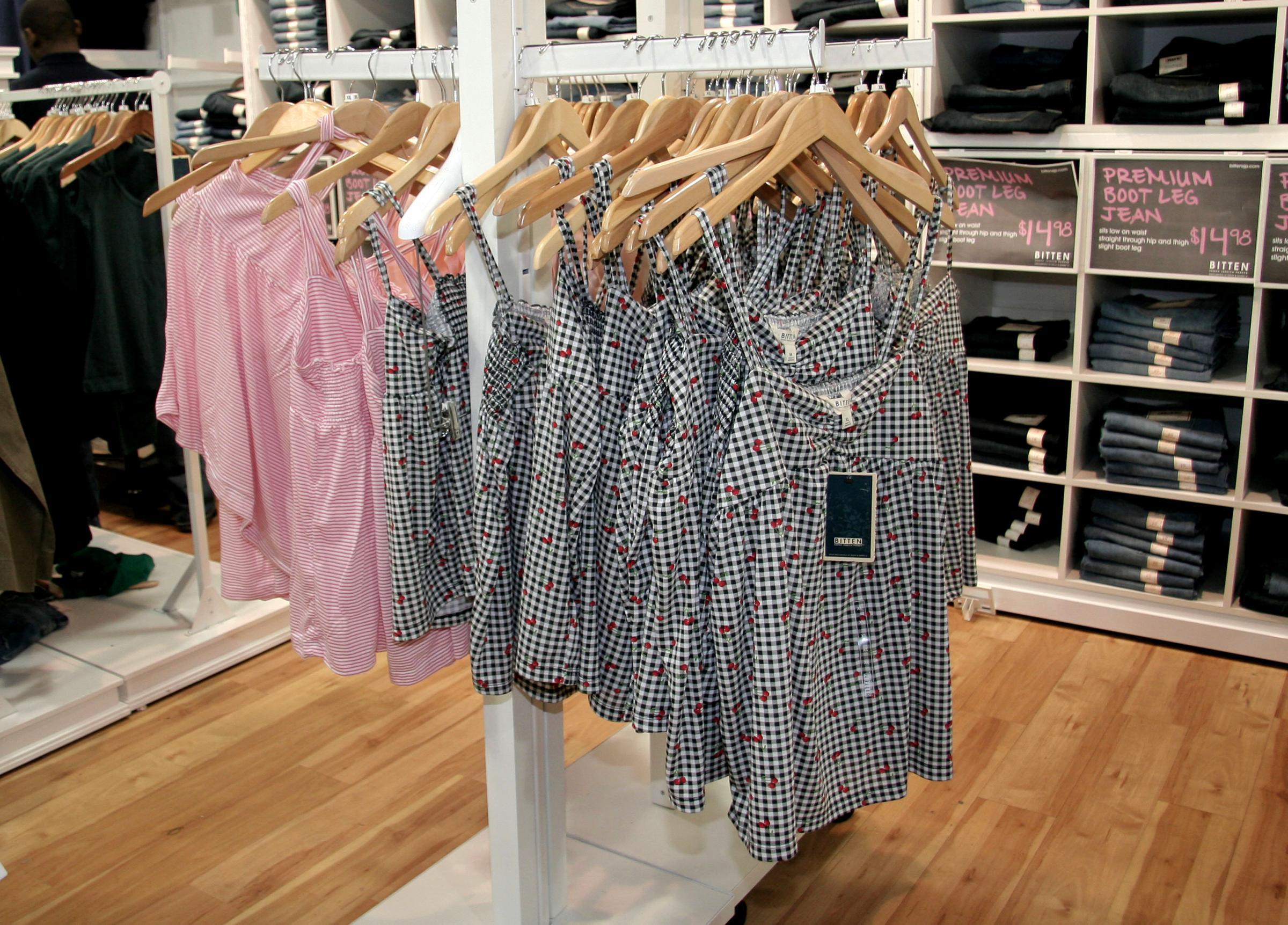 Lavare i vestiti nuovi prima di indossarli: un obbligo!