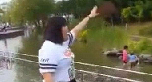 """Cina, dice """"cicciona"""" a ragazza che balla: e lei si vendica così VIDEO"""
