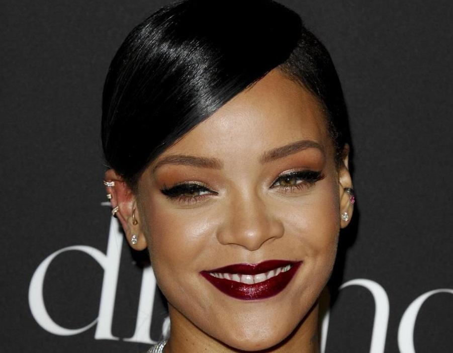 Rihanna senza veli su Vanity Fair FOTO