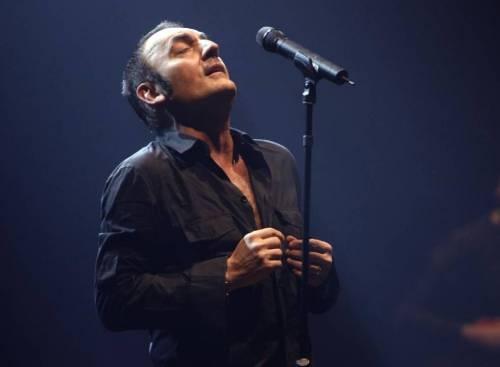 Mango è morto: il cantante stroncato da infarto dopo concerto