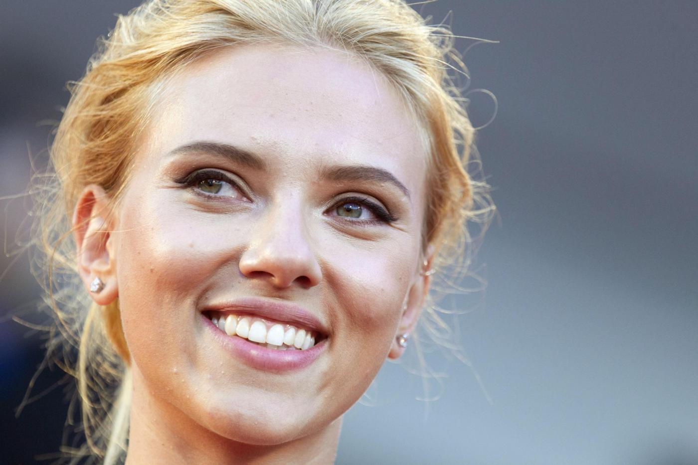 """Scarlett Johansson insoddisfatta del suo corpo: """"Non amo le mie cosce"""""""
