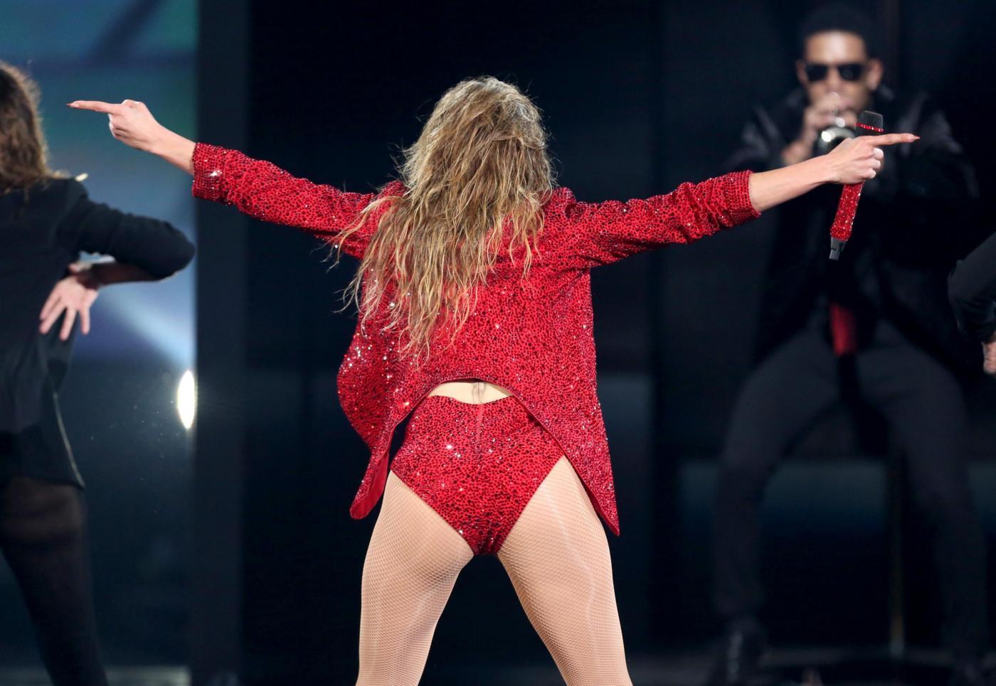 Jennifer Lopez combatte la cellulite con la crema di diamanti