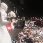 Massacro Sydney, sposa musulmana dona bouquet alle vittime02