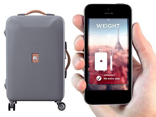 """Pluggage, valigia collegata sul Web: vi """"dice"""" dove sta, carica il cellulare..."""