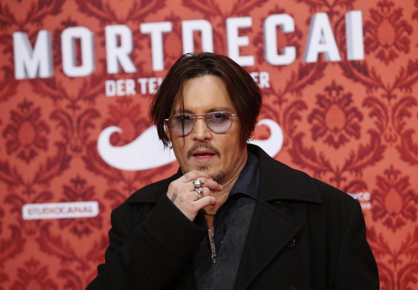 Johnny Depp ingrassato e fuori forma alla premiere di Berlino06