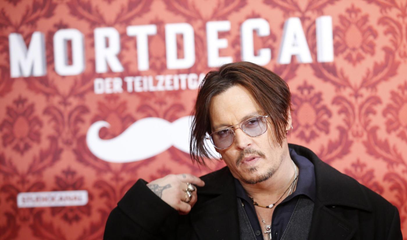 Johnny Depp ingrassato e fuori forma alla premiere di Berlino04