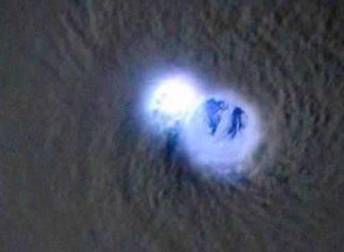 Samantha Cristoforetti nell'occhio del ciclone Bansi colpito da fulmine07