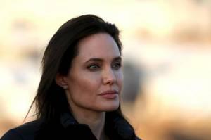 Angelina Jolie, che succede? Look dismesso. E Brad Pitt...