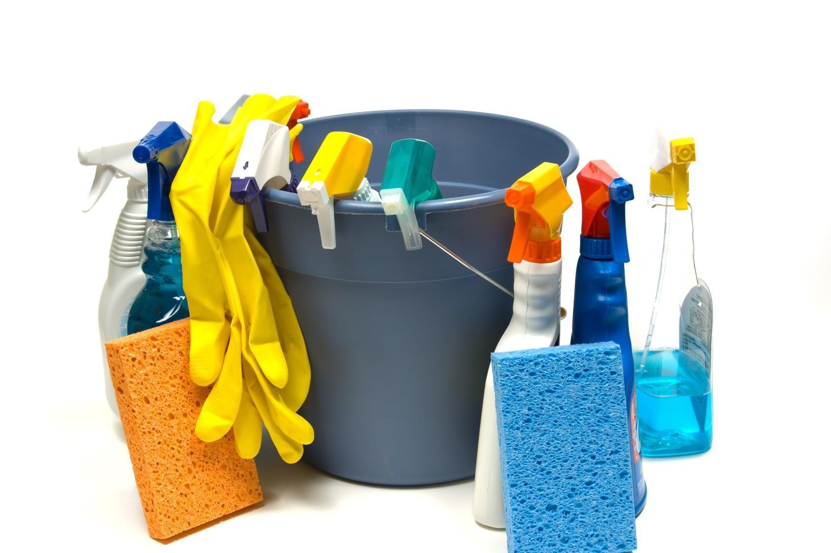 Pulizie: spray o detergenti liquidi possono essere nocivi per la salute