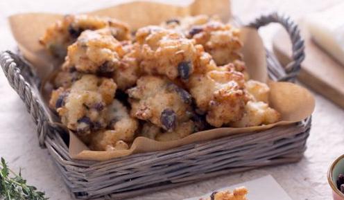Finger food: frittelle di baccalà con uvetta