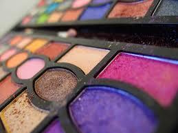 Menopausa, 15 sostanze nel make up la fanno arrivare prima