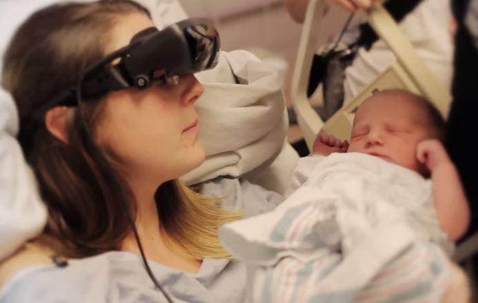 VIDEO YouTube, mamma cieca vede suo figlio per la prima volta