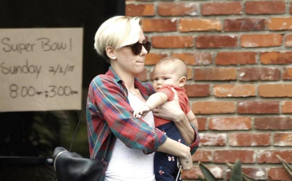 Scarlett Johansson con la figlioletta Rose03