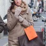 Anna Valle sfida il freddo di Milano03