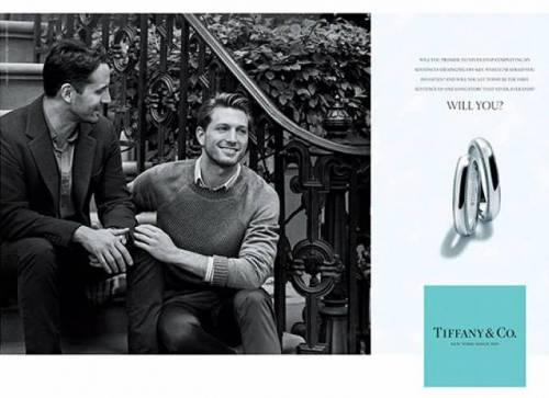 Tiffany & Co, è svolta: scelta una coppia gay per la pubblicità