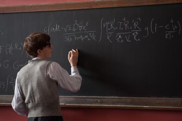 """""""La Teoria del Tutto"""", trailer del film su Stephen Hawking ed equazioni..."""