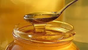 """Dieta: """"un cucchiaino di miele a notte e perdi 3 chili a settimana"""""""