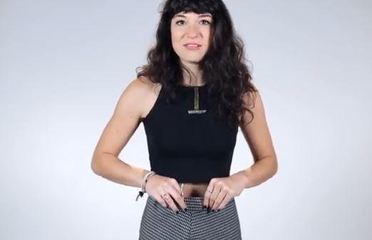 Donne di peso diverso provano tutte lo stesso vestito. Le loro reazioni VIDEO