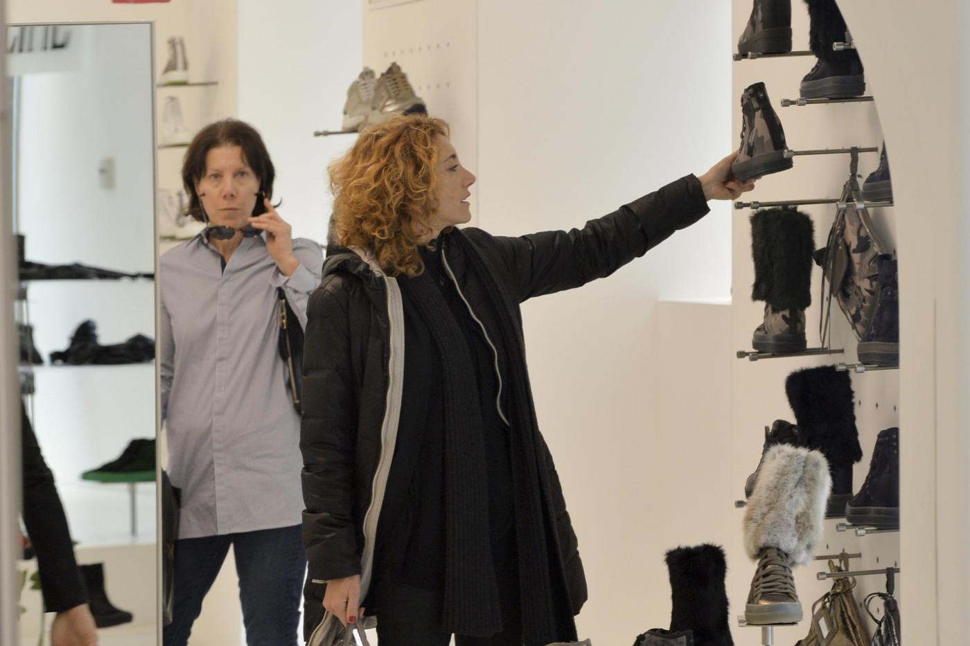 Eva Grimaldi e Roberta Garzia shopping insieme06