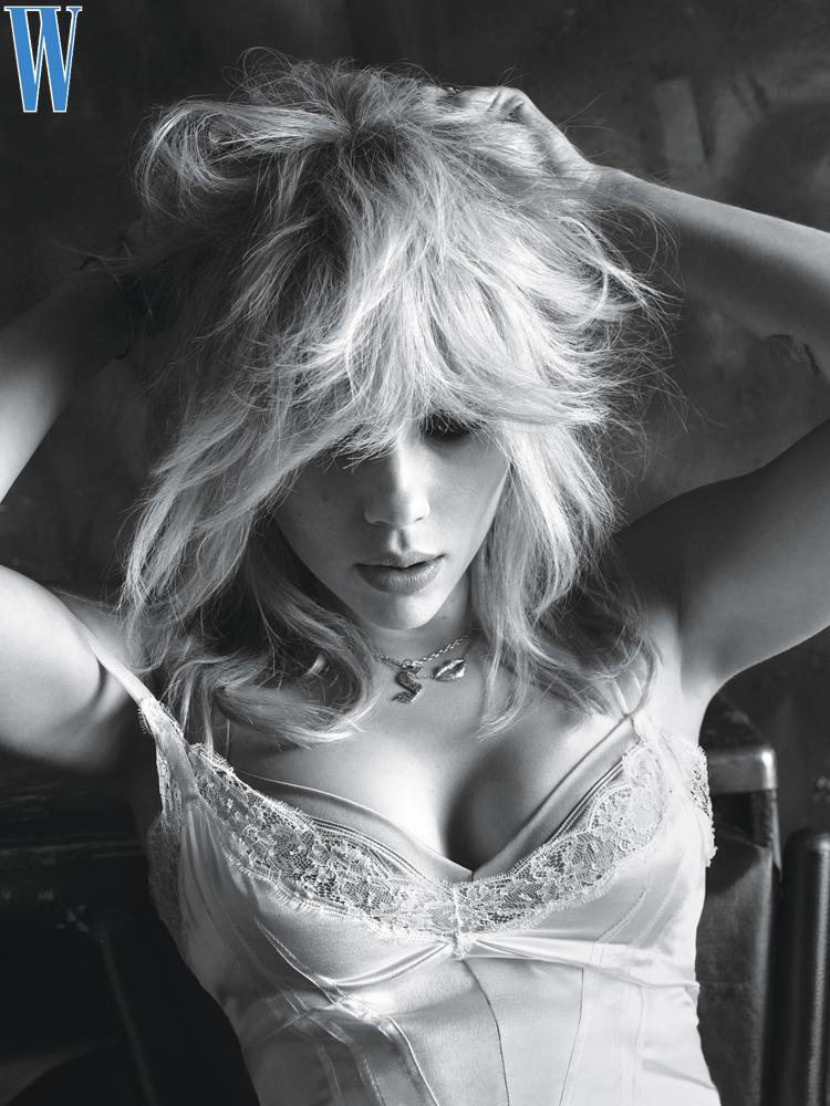 Scarlett Johansson, FOTO in lingerie a pochi mesi dal parto