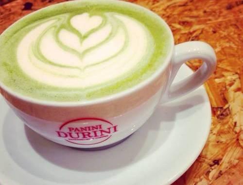 Tè matcha, ricco di antiossidanti, perfetto anche come cappuccino