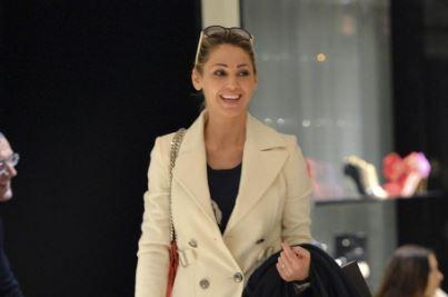 Anna Tatangelo, shopping in compagnia di un amico FOTO