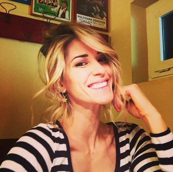 Elena Santarelli, altro che dieta: avventa il panino con l'hamburger FOTO 4