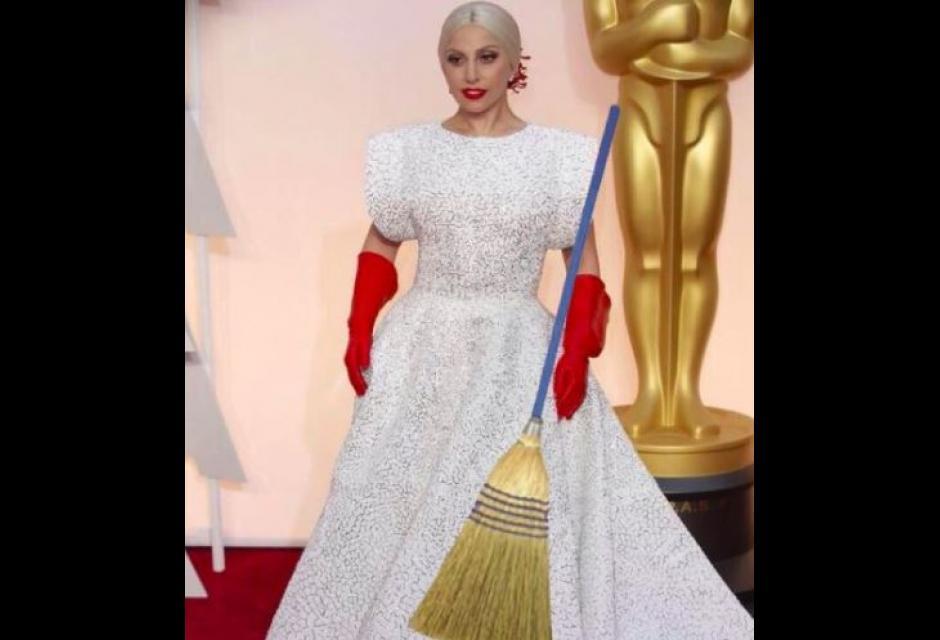 """Oscar, Lady Gaga derisa per vestito: """"Venuta a pulire bagni?"""" 3"""