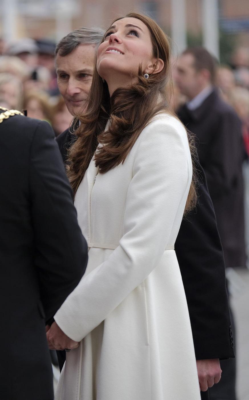Kate Middleton torna dai Caraibi abbronzata e con un bel pancione 08