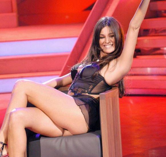 Manuela Arcuri, sexy mamma in lingerie FOTO