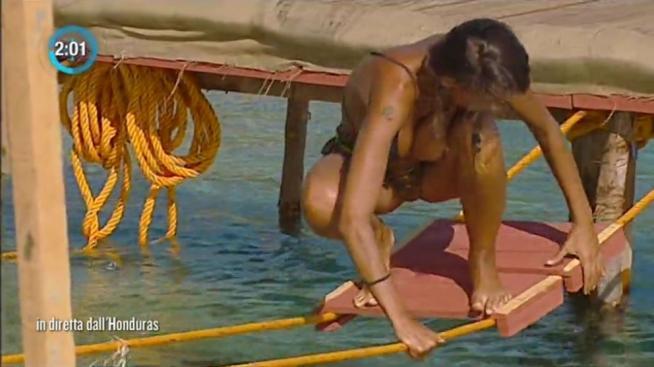 Isola dei famosi, Cristina Buccino incidente hot in diretta VIDEO