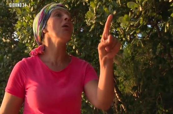 """Isola dei famosi, Rachida contro Cecilia: """"Una ragazza velenosa"""""""