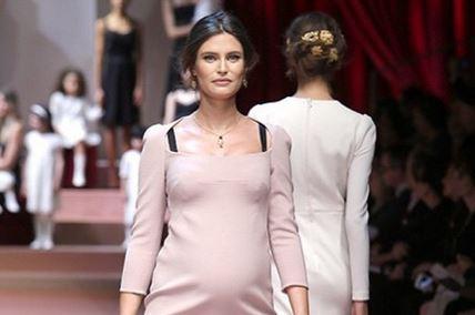 Bianca Balti sfila col pancione per Dolce e Gabbana FOTO 3