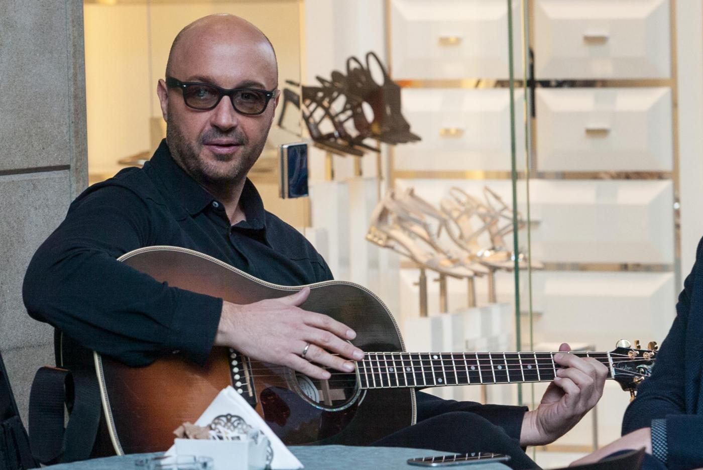 MasterChef: Joe Bastianich suona la chitarra11