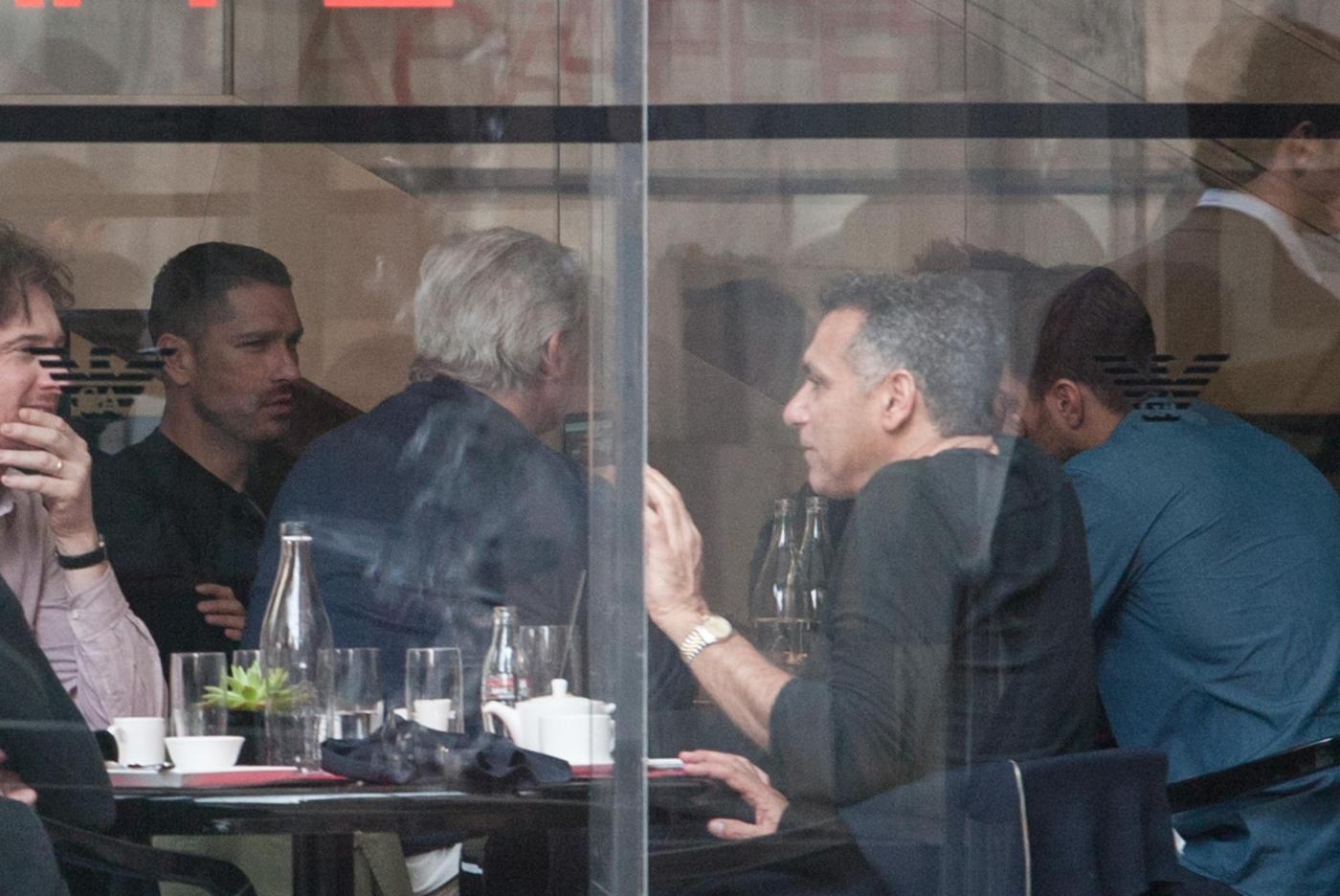 Marco Borriello, ma quale Belen Rodriguez: eccolo al ristorante col fratello 07