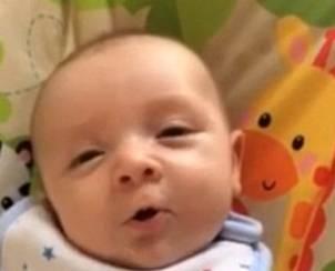 """VIDEO YouTube: neonato di 7 settimane dice """"ciao"""""""