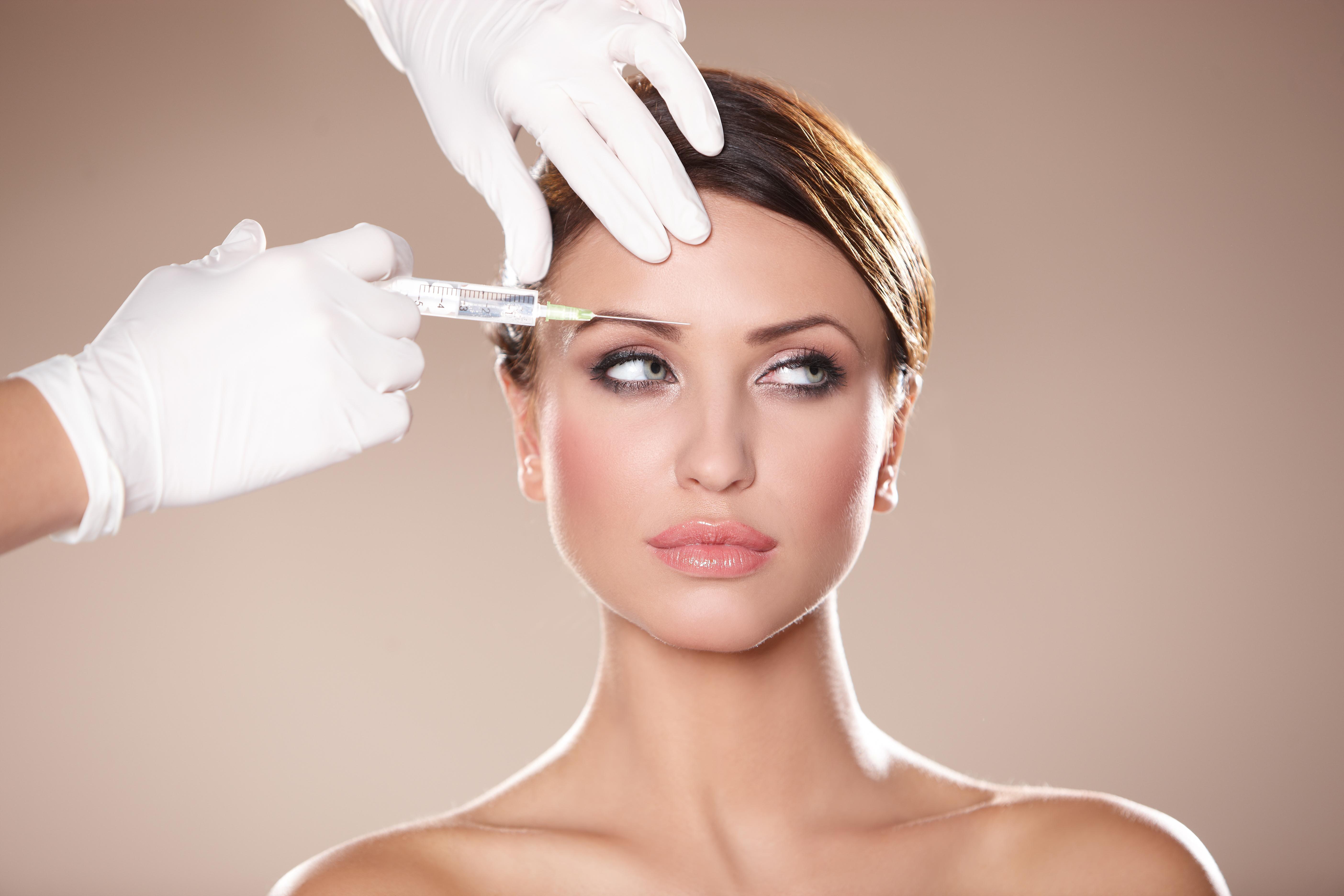 Liposuzione, botox...: nel 2014 un milione di interventi estetici