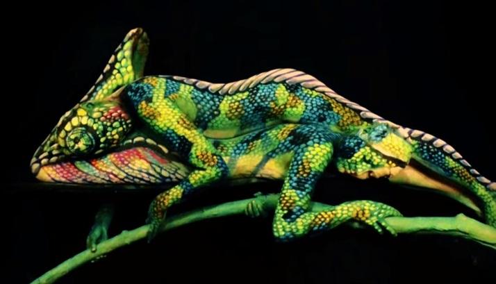 VIDEO YouTube: il body painting che sembra...un camaleonte